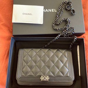 CHANEL black quilted leather crossbody bag